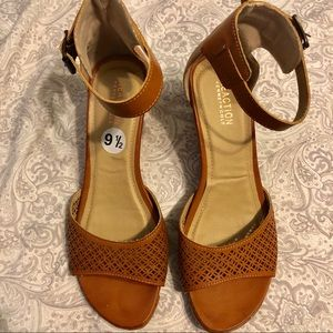 Kenneth Cole Reaction Tan Wedge Sandals